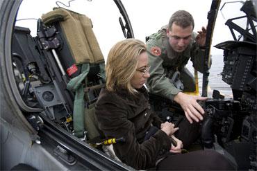 -¡No, señora, el gatillo de los misiles no se puede suprimir! -Jo, ¿y por qué no?